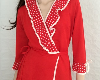 Dressing gown / bathrobe / wrap coat / red polka dots flounces / vintage / 1970s / size: M - L