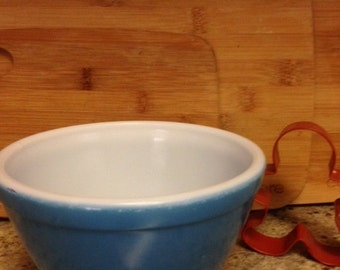 Vintage Small Blue Pyrex Mixing Bowl - 1950's #401