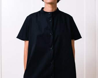 Button-down black cotton shirt dress with short sleeves, side pockets and Chinese collar