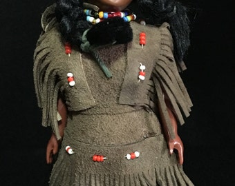 Vintage 1950's Plastic Native American Indian Doll with Papoose   (TTT9)