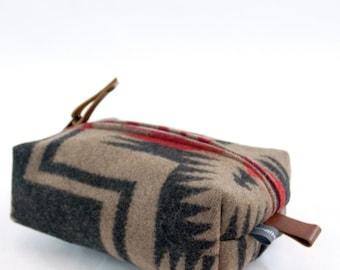 Small Dopp Bag in Walking Rock Wool