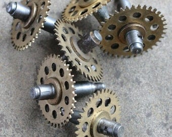 Vintage clock iron shaft with brass gears -- set of 6 -- D10