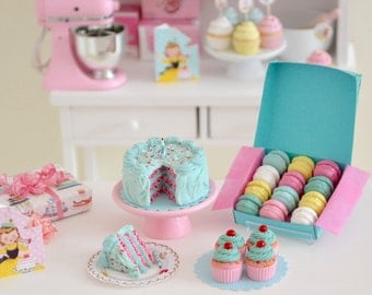 1:6 Scale Miniature Vintage Birthday Cake Set in Play Scale for Blythe Barbie Momoko Fashion Doll Kitchen or Bakery