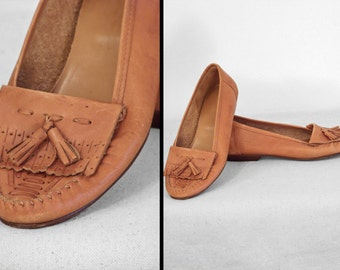 Kilty Honey MOCCASINS // 1970s Laces Brand // Tassels Caramel Brown Size 6