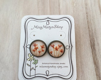 Nature jewelry with real flower, Orange stud earrings, Unique jewelry, cool earrings, pressed flower jewelry, real flower earrings stud