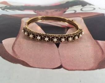 Vintage Faux Pearl and Gold Bracelet -- Unique Design!
