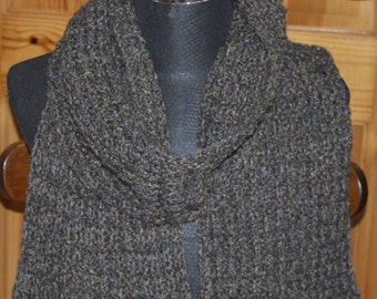 Grid stitch scarf in brown tweed