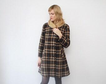SALE...70s plaid coat. fur collar coat. wool winter coat - medium