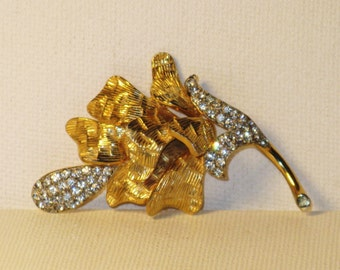 Vintage Castlecliff Gold Plated Rhinestone Floral Brooch Pin (B-4-2)