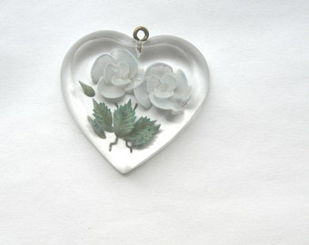 Vintage Retro C1950s Rockabilly Reverse Carved Lucite Heart Pendant