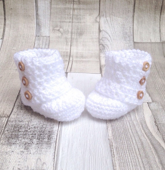 Unisex white booties, White baby boots, Unisex baby booties, Crocheted booties, Baby shower gift, Photo prop, New born baby, Newborn ugg bo