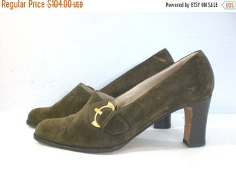 60% OFF Feb 12 - 14 Vintage 80s Shoes, Suede Heels, Olive Green Shoes, Green Suede, Leather Pumps, High Heeled Pumps, Gold Hardware, Made In