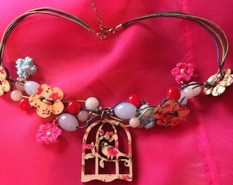 Beaded necklace with birdcage