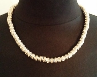 Short necklace in hematite plating and rhinestones