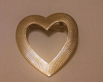 Gold Heart Brooch, Gifts Under 10.00, Gifts for Her, Accessories, Brooches, Lapel Pins, Scarf Pins, Heart Brooch, Jewelry,Vintage Brooches