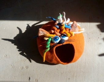 """Cat Cave Cat House Cat Bed Felted Cat House -""""Curly cat"""" Gift for Cat lover by Indre Naujokiene"""