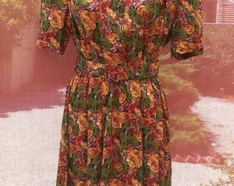 Vintage / Retro Floral Dress. Size 10 / 12. Excellent Condition.