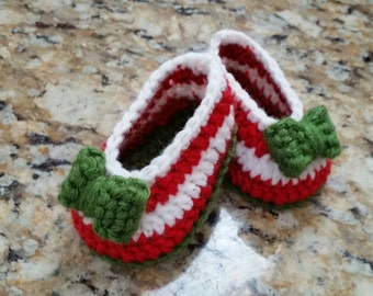 Baby girl crochet shoes, baby ballerina shoes, baby holiday shoes, baby girl slippers, red white green baby shoes, photo prop, baby gift