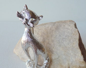Monet Cat Pin- Brooch Vintage Silver Tone Kitty Pin Retro cat Brooch, Silver Tone Monet, Estate Jewelry, Collectible 60'-70's Monet Brooch