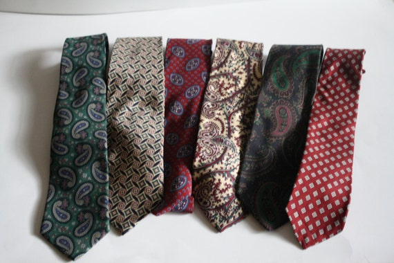 Shop for various designer ties for men from saks OFF 5TH. Designs include patterned, plain, graphic ties and more.