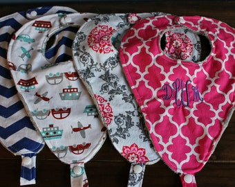 Baby binky bib (pink)