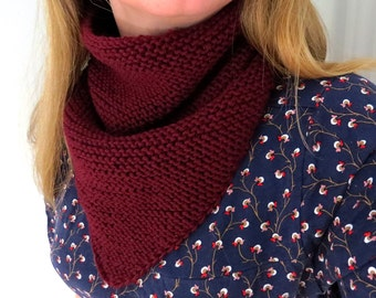 Triangle snood for adult 100% handknitted in pure wool - burgundy