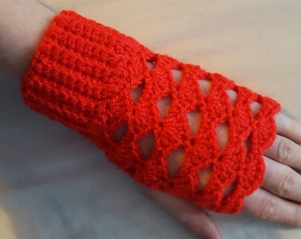 Red hand warmers - shell pattern