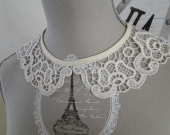 former Cheung lace collar
