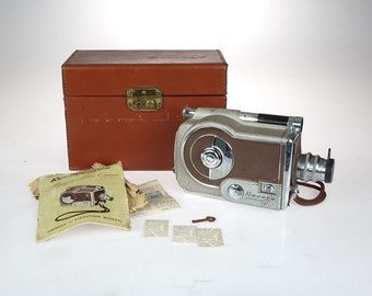 Vintage MOVIE CAMERA - Revere Magazine 16mm -  Model 16