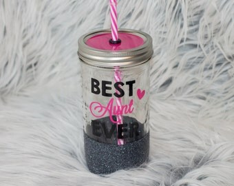 best aunt ever glitter cup // glitter tumbler // mason jar tumbler // aunt gift // gift for sister / pregnancy announcement gift