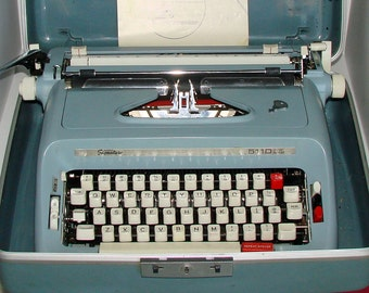 Manual Typewriter Signature 511D With Auto Repeat Also Nice Case with Key