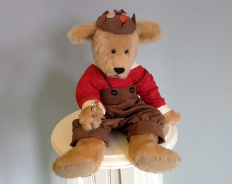 Spanky bear by Linda Spiegel for the Bearly There Co.