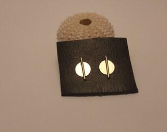 round large Hateya chip earrings