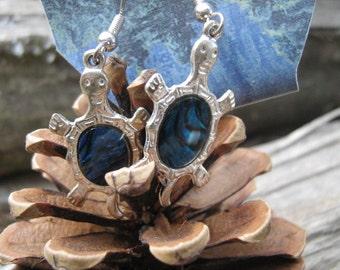 Turtle pearl earring