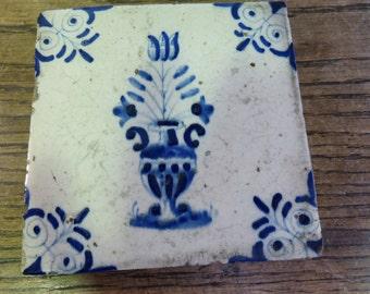 Antique C17 Delft tile teapot stand (no 2)