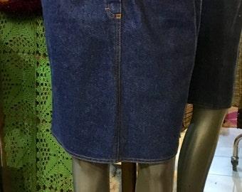 1990's very high waisted denim pencil skirt. Size S.