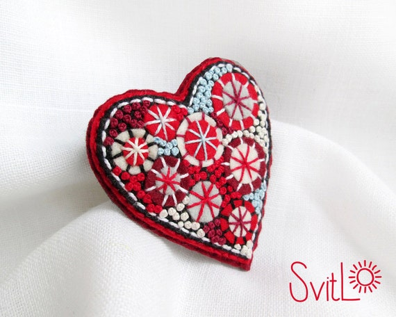 Happy heart. Red White Felt brooch. Christmas Gift. Hand-made. Hand embroidery. French knot. Gift for her. Holiday fireworks.