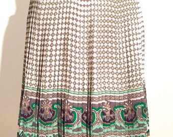Pleated skirt with beautiful print. Ultra light.