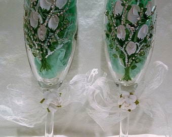 Champagne Glasses with white and champagne rose bud bouquet