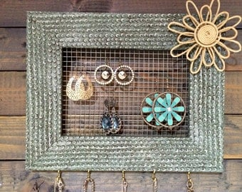 UpCycled Picture Frame Jewelery Holder
