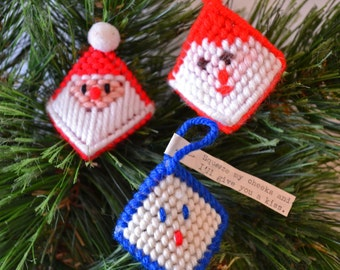 Plastic Canvas Christmas Kiss Ornaments