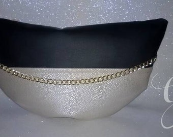 Half-moon chain clutch