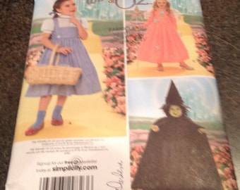 Simplicity 4133   SewingPattern The Wizzard Of Oz Costume Scarecrow Cowardly Lion Tin Man Halloween  Dress Up Play Theatre Size 3-8