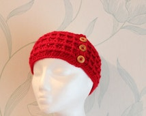 Red crochet hair band in red waffle pattern, with wooden buttons ~ gift to send by mail ~ boho gift for her ~ teen sister niece gift