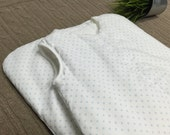 OUTLET. Sleeping bag for babies with filling (winter 2.5 togs). SADAYAKKO. White piqué with blue polka dots.