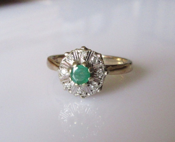 9ct gold emerald and flower ring size uk l usa 5 1 2