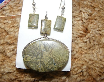 Green Crazy Lace Agate Pendant and Earrings