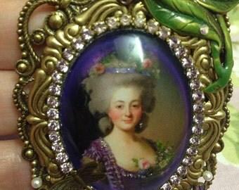 SALE~Marie Antoinette pendant!!!! Gorgeous Antiqued brass Marie Antoinette pendant