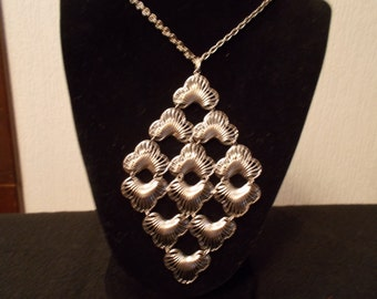 Vintage Sarah Coventry Silver Tone necklace  J56