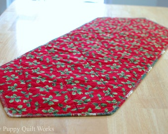 Christmas Quilted Table Runner, Red Holly Leaves Decor, Holiday Table Mat, Red Green Holly Berry Table Runner, Festive Christmas Runner